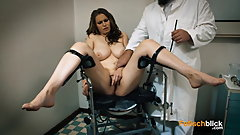 Teen on the gynchair - 4K - German